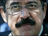 Opposition candidate Manuel Zelaya