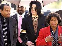 Joe Jackson (left) with Michael Jackson (centre) and Katherine Jackson (right)
