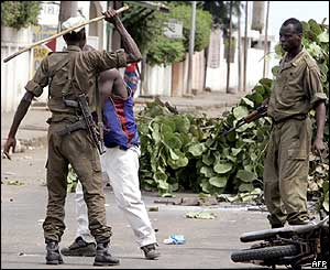 Soldier beats detainee in Lome