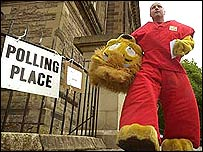 Safari park worker votes in Stirling
