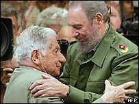 Agusto Roa Bastos junto a Fidel Castro