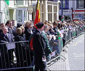 Crowds at Gwynfor Evans' funeral