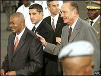 Malian President Amadou Toumani Toure (L) with Jacques Chirac