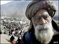 An eldery Pakistani earthquake survivor waits for relief supplies in Balakot