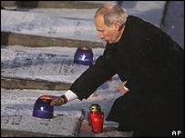 Vladimir Putin at Auschwitz on memorial day, 27 Jan 05