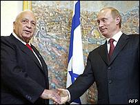 Israeli Prime Minister Ariel Sharon and Russian President Vladimir Putin
