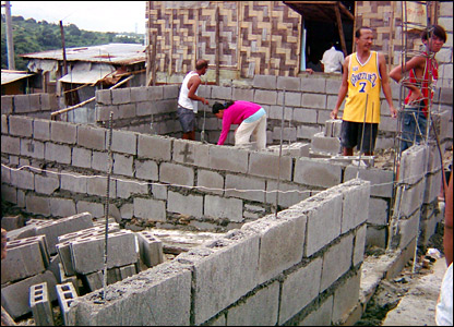 A squatter family build their own home in Manila after funds raised from New Zealand.