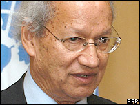 Yash Ghai wraps up his first one-week mission in Phnom Penh, 05 December 2005.