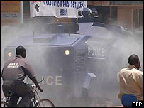 Police fire tear gas at opposition supporters