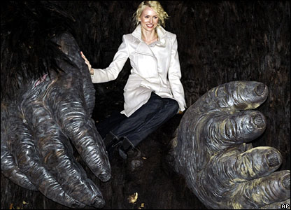 Naomi Watts sits in the KIng Kong model's hands