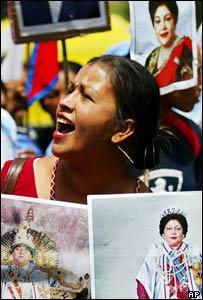 A pro-monarchy protester in New Delhi, India shouts slogans (10 April 2005)