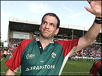 Martin Johnson says goodbye to the Welford Road crowd