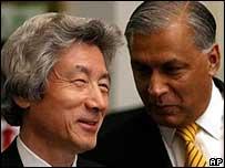 Junichiro Koizumi with Pakistan prime minister Shaukat Aziz