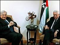 James Wolfensohn (L) and Mahmoud Abbas