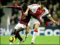 Arsenal's Quincy Owusu-Abeyie is challenged by Ajax's Zdenek Grygera