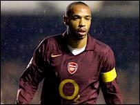 Thierry Henry, el capitán del Arsenal.
