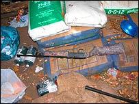 Fertilizantes y utensilios encontrados en el Parque Nacional Sequoia.