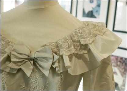 princess diana wedding dress photos. A replica of Princess Diana#39;s