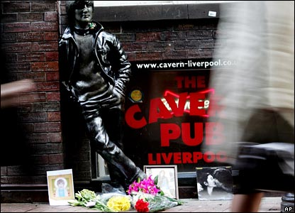 Statue of Lennon outside Cavern Pub in Liverpool