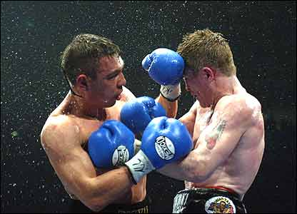 http://newsimg.bbc.co.uk/media/images/41103000/jpg/_41103430_hatton_tszyu416.jpg