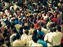 Nigerians crowd during census