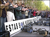 Protesta en España por la muerte de los periodistas en el Hotel Palestina en Bagdad en 2003 (Imagen cortesía de World Press Freedom day/European Press Photo Agency)