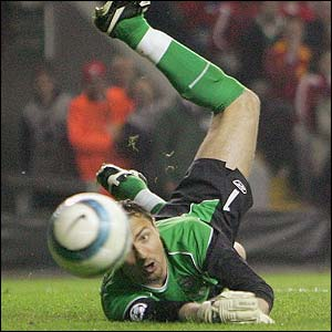 Liverpool's Jerzy Dudek makes a save from Frank Lampard