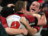 Rory Best (right) celebrates after scoring Ulster's late try