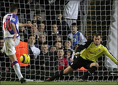 Blackburn's Paul Dickov beats West Ham's Roy Carroll from a penalty to level at 1-1