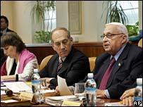 Education Minister Limor Livnat, Finance Minister Ehud Olmert and Prime Minister Ariel Sharon at cabinet meeting