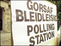 Bilingual polling station sign