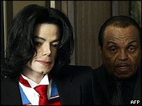 Michael Jackson arrives at the court with his father Joe (R)