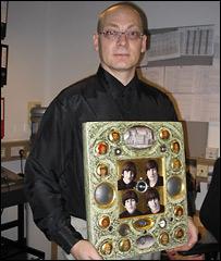 Олег Янушевский со своей работой