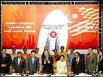 Asean leaders with South Korean President Roh Moo-hyun, 13 December 2005