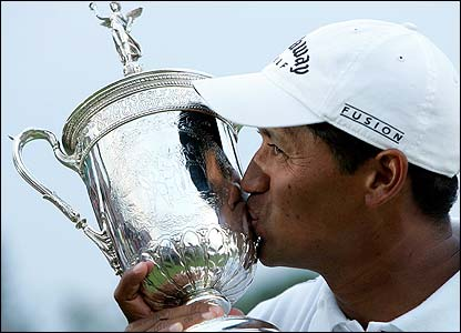 Michael Campbell kisses the US Open trophy after his win in June