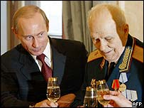 Russian President Vladimir Putin with a WWII veteran