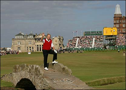 Jack Nicklaus says an emotional farewell to his fans at St Andrews