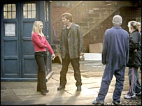 Billie Piper and David Tennant on scene with the Tardis
