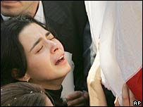 Gibran Tueni's daughter, Nayla, grieves beside her father's coffin