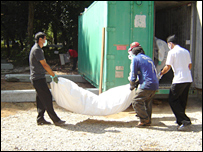 A body is placed in the temporary mortuary at  Wat Yan Yao, Khao Lak - pic courtesy of Met Police
