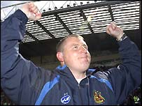 Paul Jewell celebrates promotion