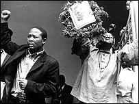 Protestas tras la muerte de Steve Biko en Sud�frica (Gentileza: BAHA, Archivos Bailey de Historia Africana)