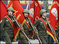 Soldiers with flags showing the portrait of Lenin march towards the Red Square to attend the military parade of the celebrations marking the 60th anniversary of the Allied victory over Nazi Germany