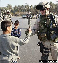 US soldier greets Iraqi boys