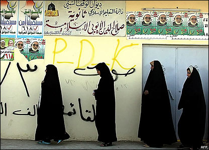 Women queue to vote in Mosul