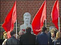 Коммунисты у могилы Сталина