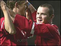 Wayne Rooney and Darren Fletcher celebrate
