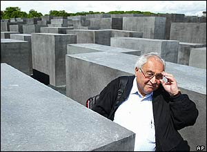 Auschwitz survivor Gabor Hirsch at Holocaust Memorial