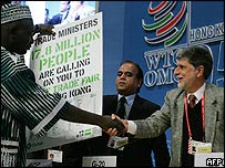 Brazilian Foreign Minister Celso Amorim (R) and Mauritian Agriculture Minister Arvin Boolell shakes hands