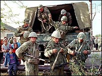 Russian paratroopers in Grozny in 1999